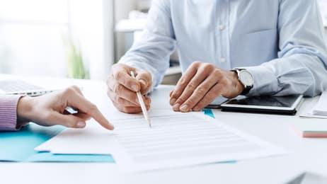 Mitarbeiter mit Arbeitsvertrag einstellen