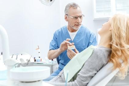 Freiberuflicher Zahnarzt