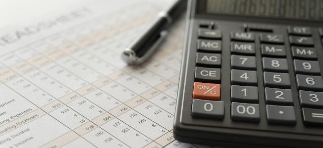 Besteht beim Übergang vom Kleinunternehmer zum Unternehmer Umsatzsteuerpflicht? Ja. Die Grenze liegt bei 17.500 Euro im Jahr.