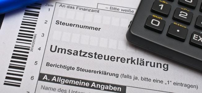 Umsatzsteuerpflicht: Ab wann und für wen gilt sie? In diesem Ratgeber erfahren Sie es.