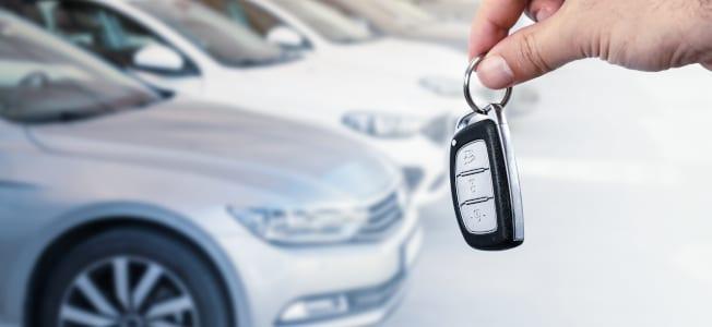 Neues Auto steuerlich absetzen? Bei der Steuer kann stattdessen eine Abschreibung über mehrere Jahre erfolgen.