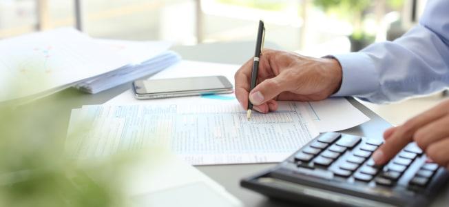 Werbungskosten in Umsatz- & Einkommenssteuererklärung: Was können Angestellte und Freiberufler absetzen?