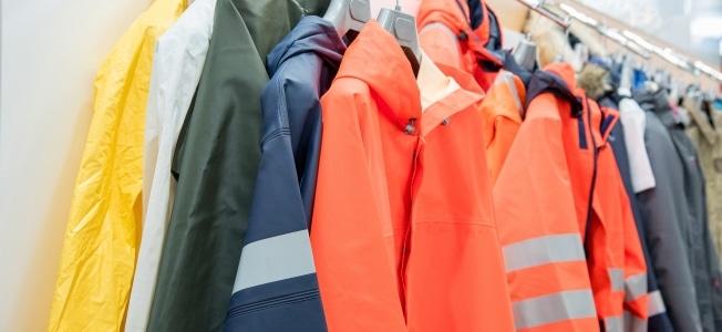 Bestimmte Kleidungsstücke können Sie als Berufskleidung steuerlich absetzen.