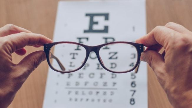 Eine Brille ist steuerlich absetzbar – oft sogar ohne neues Rezept, wenn sich lediglich Ihre Stärke geändert hat.