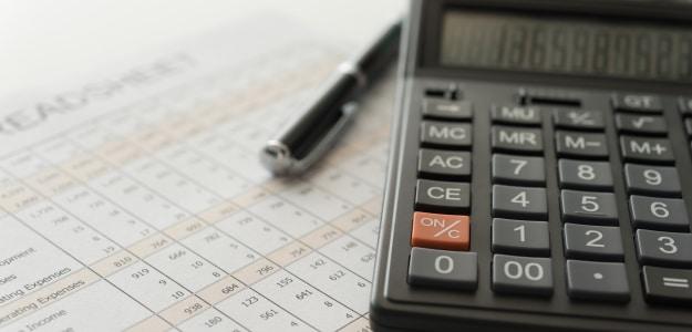 In welche Höhe Sie Ihre Kontoführungsgebühren von der Steuer absetzen können, hängt davon ab, ob Sie angestellt oder selbstständig sind.