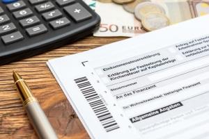 Anwaltskosten absetzen: Bei der Steuer ist die richtige Anlage zu wählen.