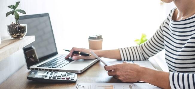 Arbeitnehmer können Ihren Laptop als Werbungskosten absetzen, wenn sie ihn beruflich nutzen.