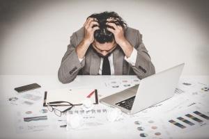 Behalten Sie auch als Freiberufler Ihre Arbeitszeit im Blick und vermeiden Sie Überarbeitung!