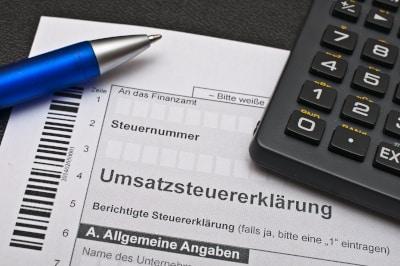 """Hinsichtlich der Umsatzsteuer ist man mit einem """"Kleingewerbeschein"""" steuerfrei."""