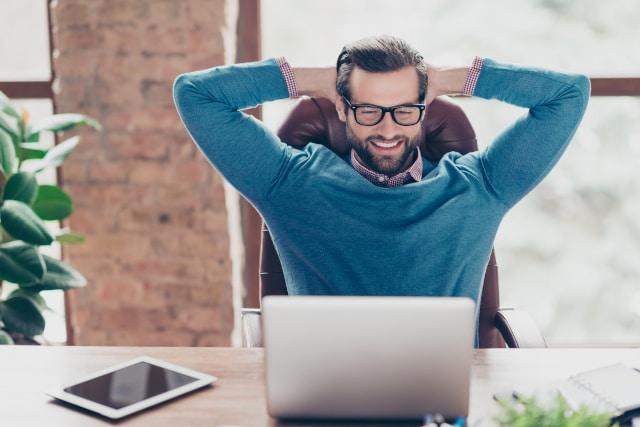 Für viele Freiberufler gehört der Bürostuhl zur täglichen Arbeit.