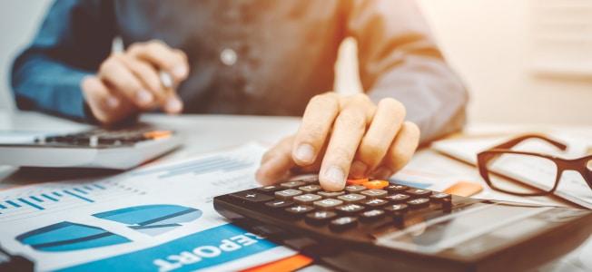 Neben der Gewerbesteuer muss eine GmbH auch Körperschaftssteuer zahlen.