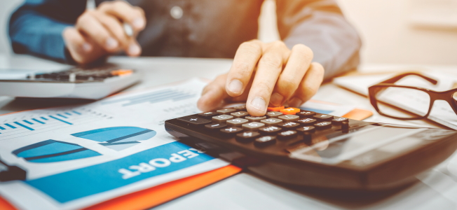 Wie viel Lohnsteuer zahlen: Die Höhe hängt von Einkommen und Steuerklasse ab.