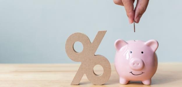 Bei der Berufshaftpflichtversicherung Kosten senken: Jährlich statt monatlich zu zahlen kann günstiger sein.