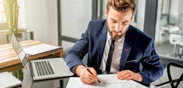 Kosten für die Berufshaftpflichtversicherung: Welche Faktoren beeinflussen die Beitragshöhe?
